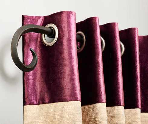 Eyelet curtain in roch velvet and linen