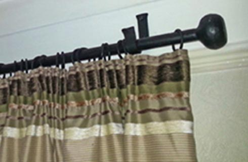 Thumper curtain rail